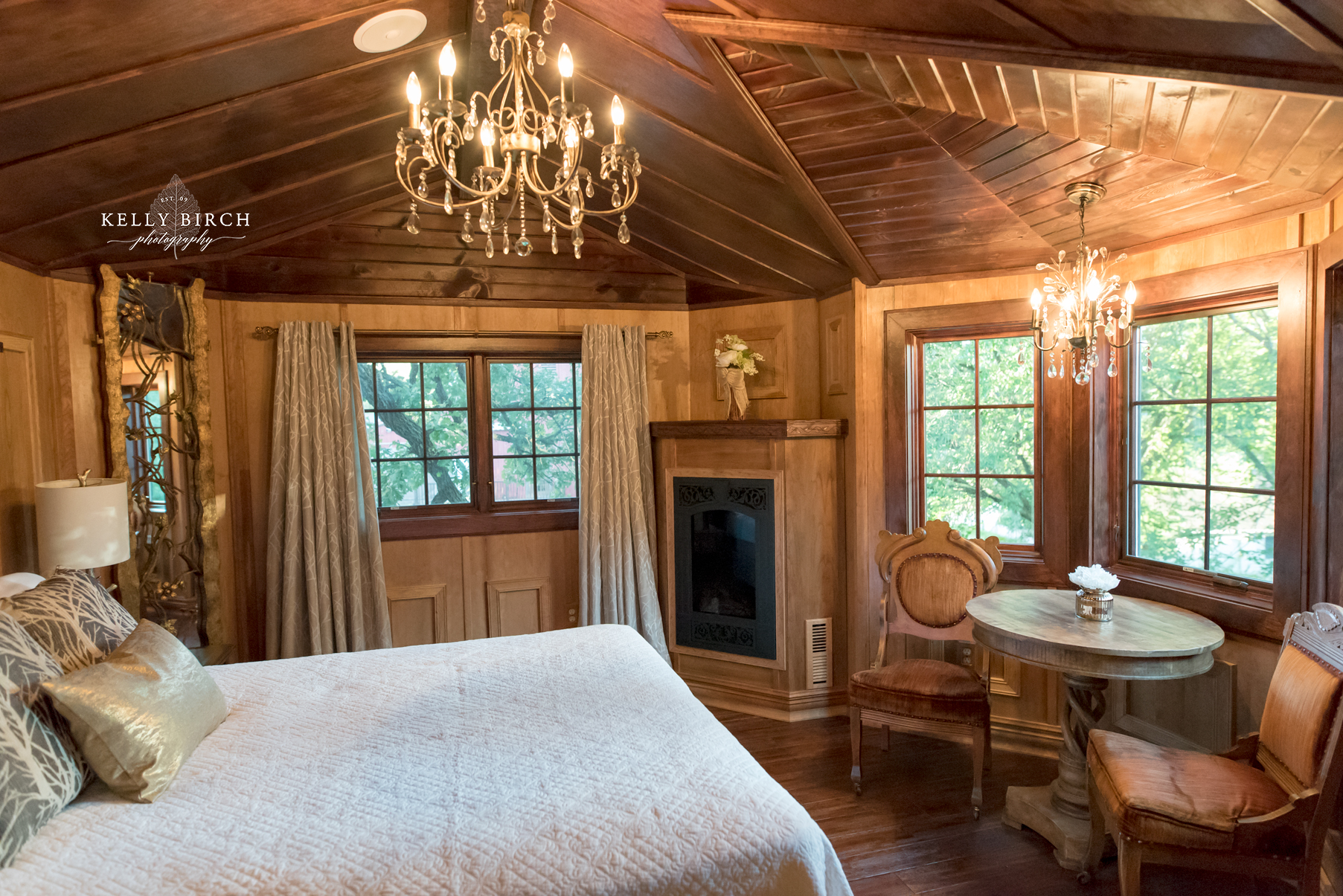 Tree House Honeymoon Suite Twin Cities | Hope Glen Farm